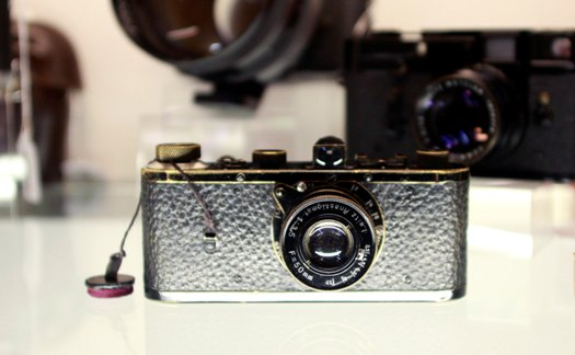A Leica 0 series camera, number 116, is seen on a shelf in Westlicht gallery in Vienna May 11, 2012. The Leica camera, number 116, was built in 1923 as part of a pilot series of 25 cameras and was sold for the world record price of 2,160,000 Euros ($2,789,796) at the Westlicht camera auction on May 12, 2012. Picture taken May 11, 2012. REUTERS/Leonhard Foeger  (AUSTRIA - Tags: SOCIETY BUSINESS TPX IMAGES OF THE DAY)