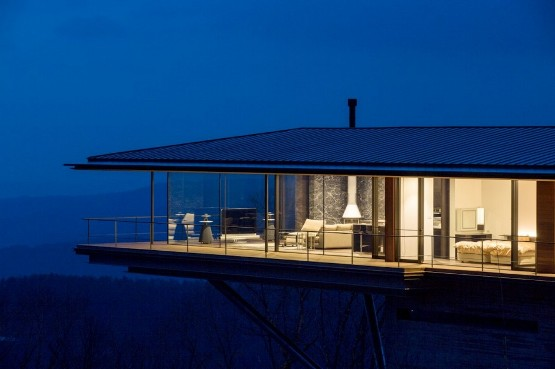 mountain-home-glass-walls-and-terrace-made-for-views-1